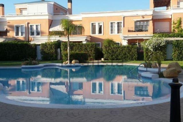 Bungalow de 4 dormitorios, en Urb. situado dentro del campo de Golf de Alicante