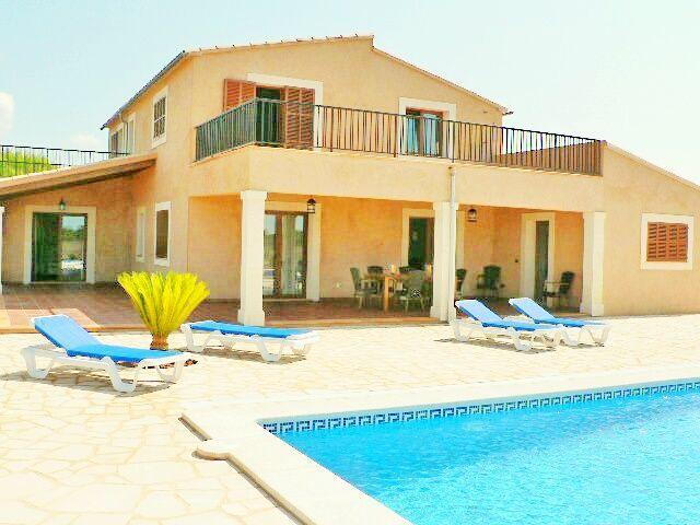 Alojamiento con piscina en Ses salines