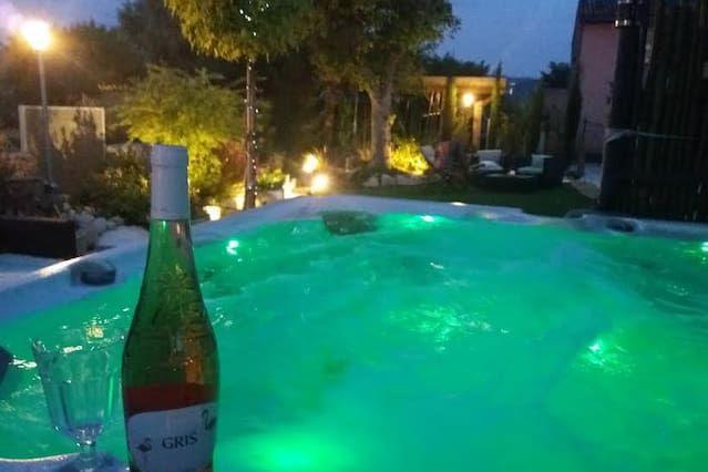 De vacaciones con encanto, con piscina, frente al Luberon, en Provenza