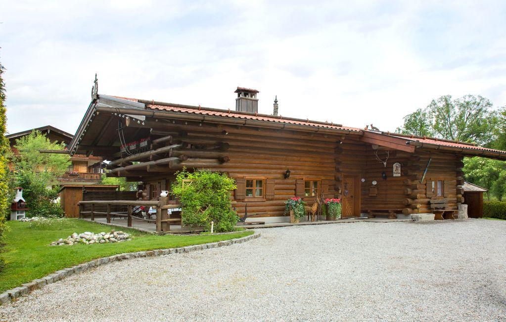 80 m² property with balcony
