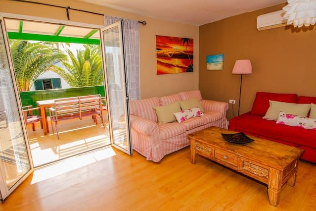 the palm. Quiet area 100 meters from the beach. pool area