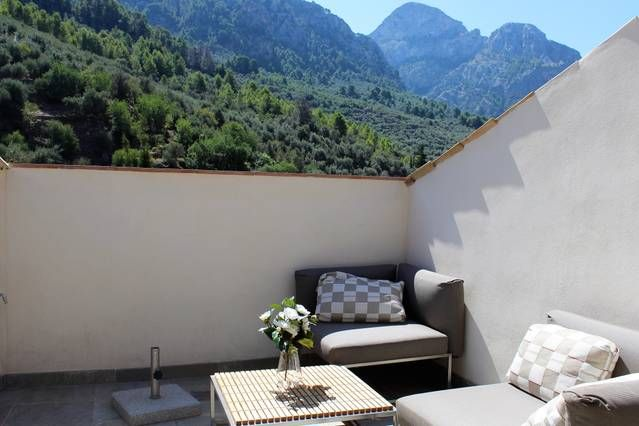 Fitted holiday rental with garden