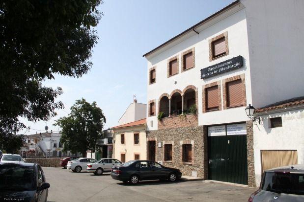 Apartamento con parking incluído para 16 huéspedes