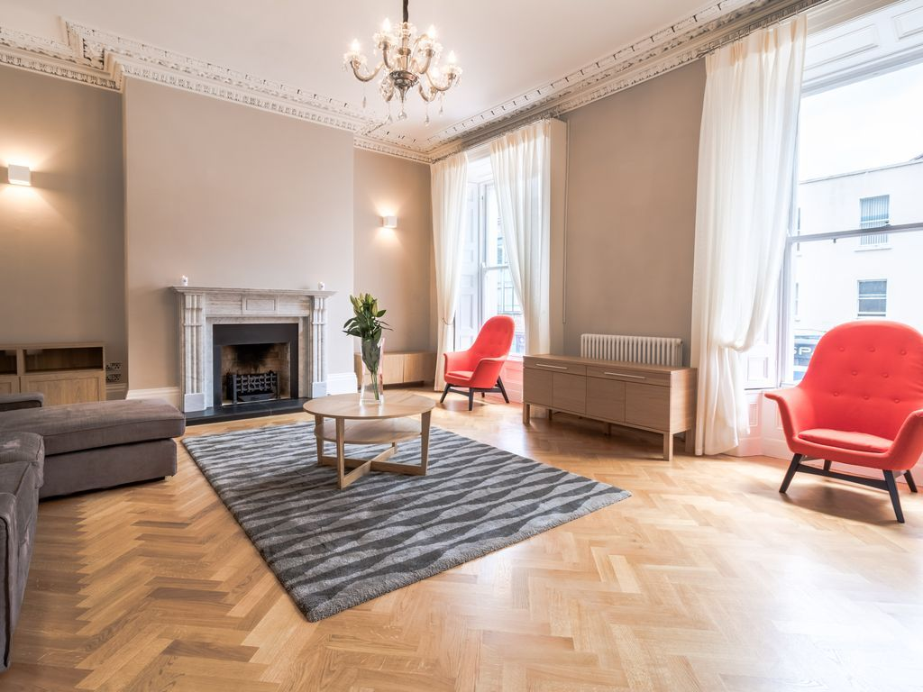 Picturesque holiday flat in Dublin for 12 people
