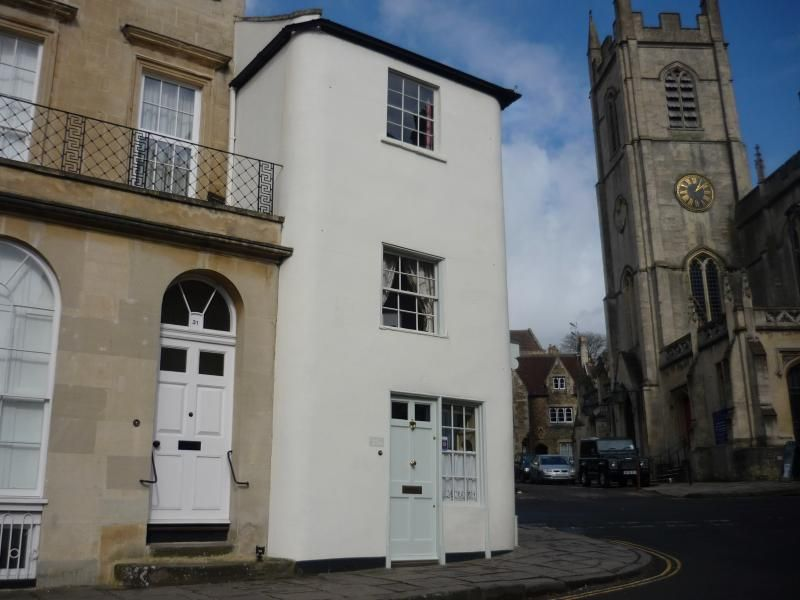Central apartment in Bath with Parking and Heating