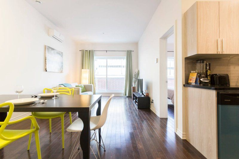 AWESOME Location: BIG and CLEAN Condo, near Metro