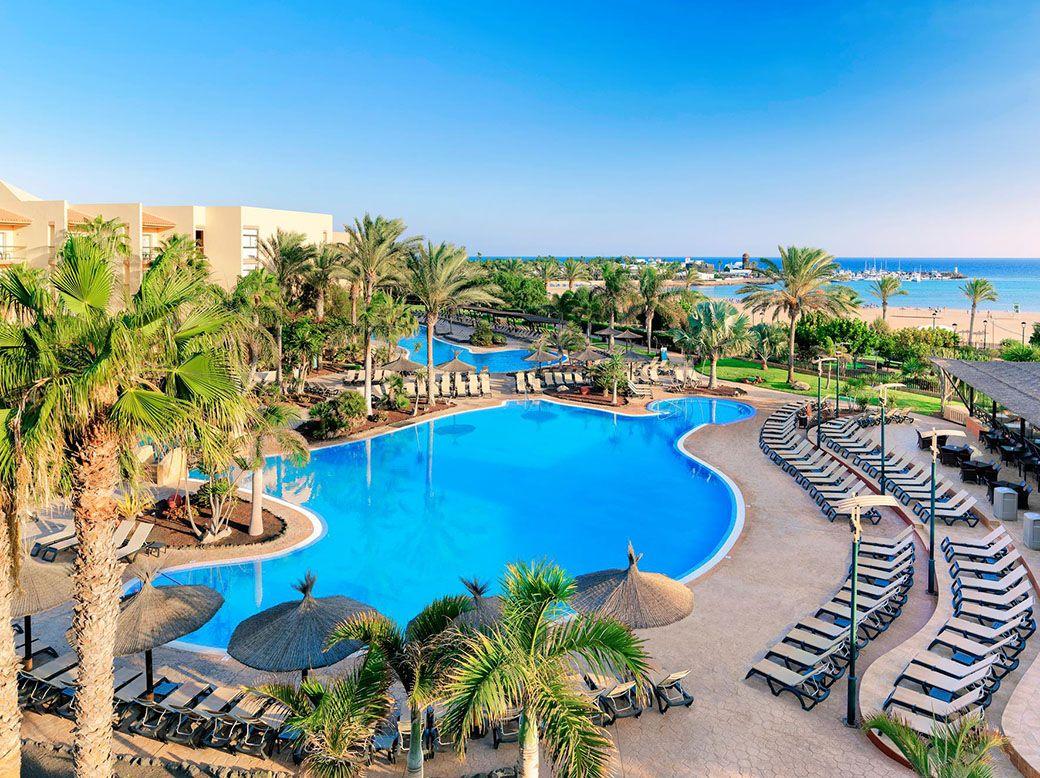 Piscina exterior junto a la playa del Thalasso Fuerteventura