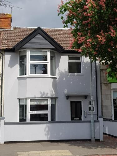 Property with 1 room in Swindon