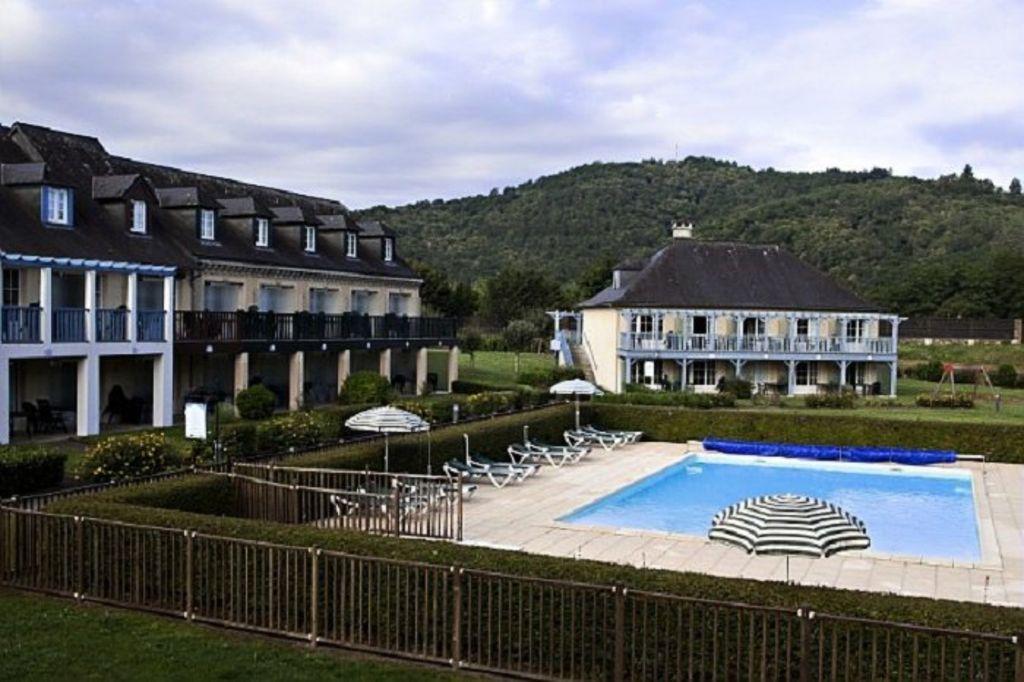 Hébergement avec piscine à Argentat