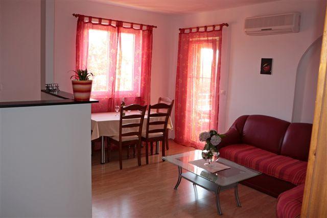 Chalet mit 2 Zimmern in Pula