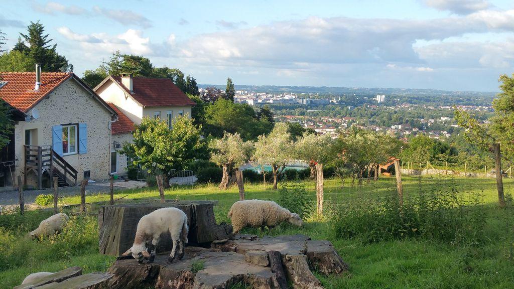 Residencia en Jurançon con jardín