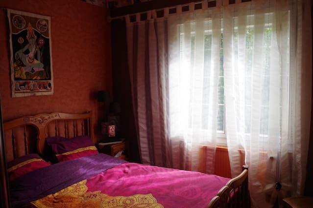 Chambre deco zen, un lit 2places.