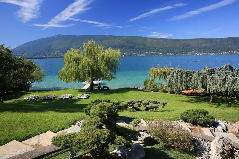 5 Star waterfront villa Le France for 10 p. Annecy