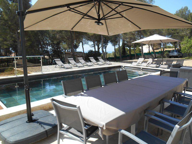 Alojamiento de 7 habitaciones con piscina