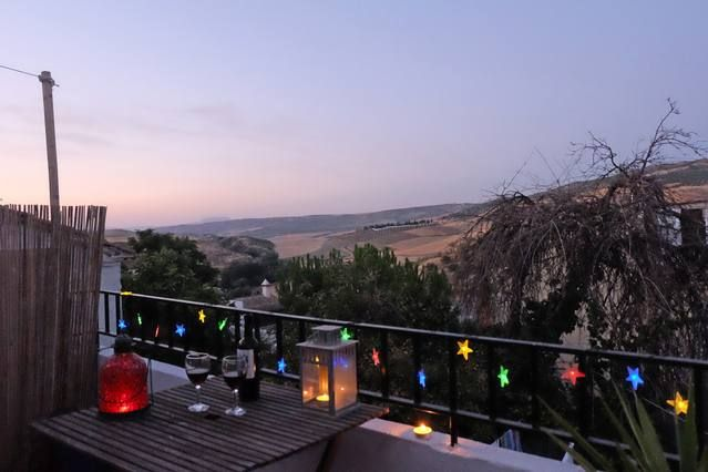 Impresionantes vistas en Barrio Alhama de Granada árabe. A pie de pistas paseos y bares de tapas