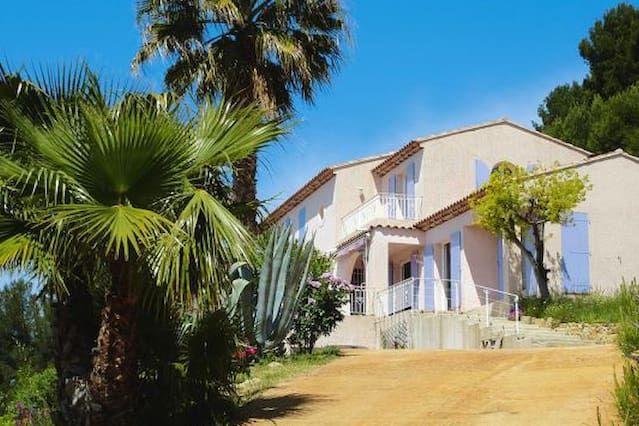 Vivienda de 4 habitaciones en Ceyreste