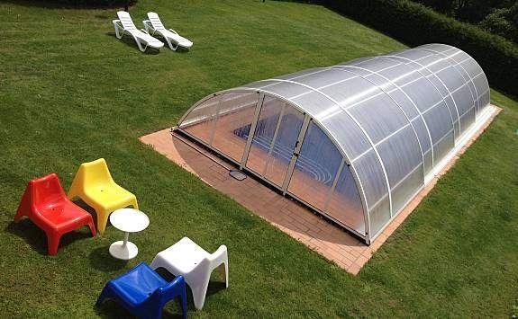 Villa con piscina cubierta y climatizada