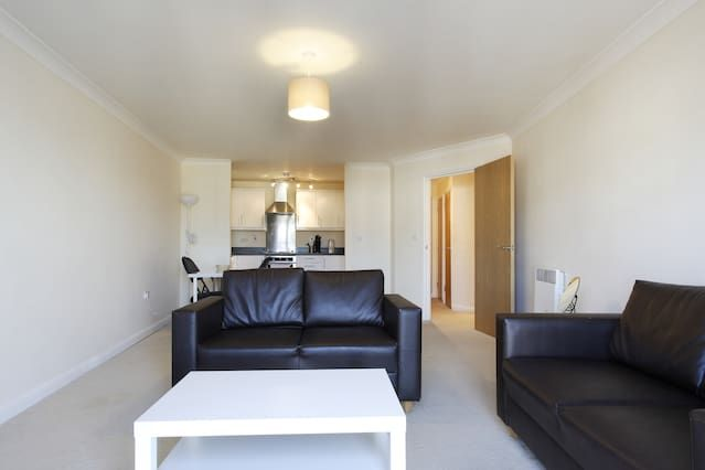 Handleys Ct, Apt 33 - 2 Bed Large