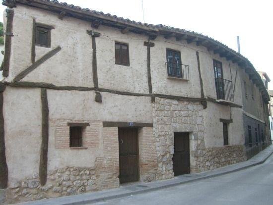 Alojamiento de 16 habitaciones con parking incluído
