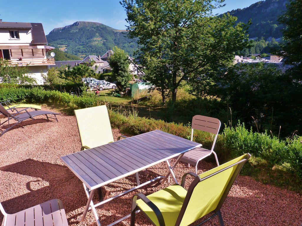 appart tout confort et chaleureux avec son intérieur tout en bois et sa terrasse