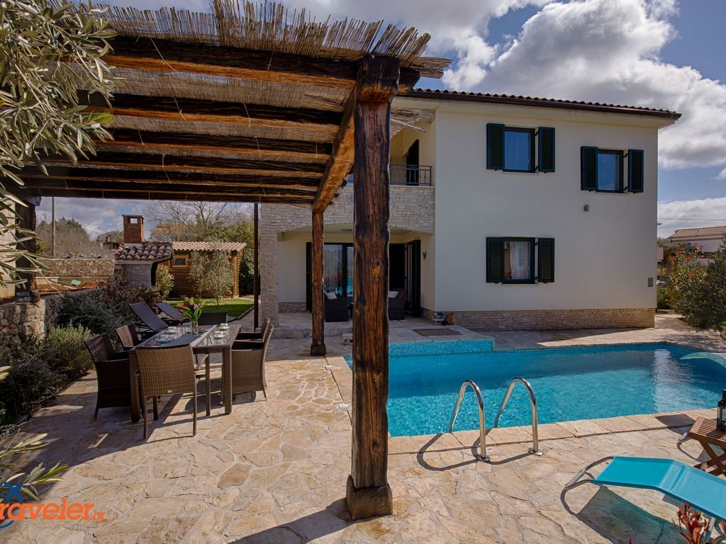 Casa de 180 m² en Brzac
