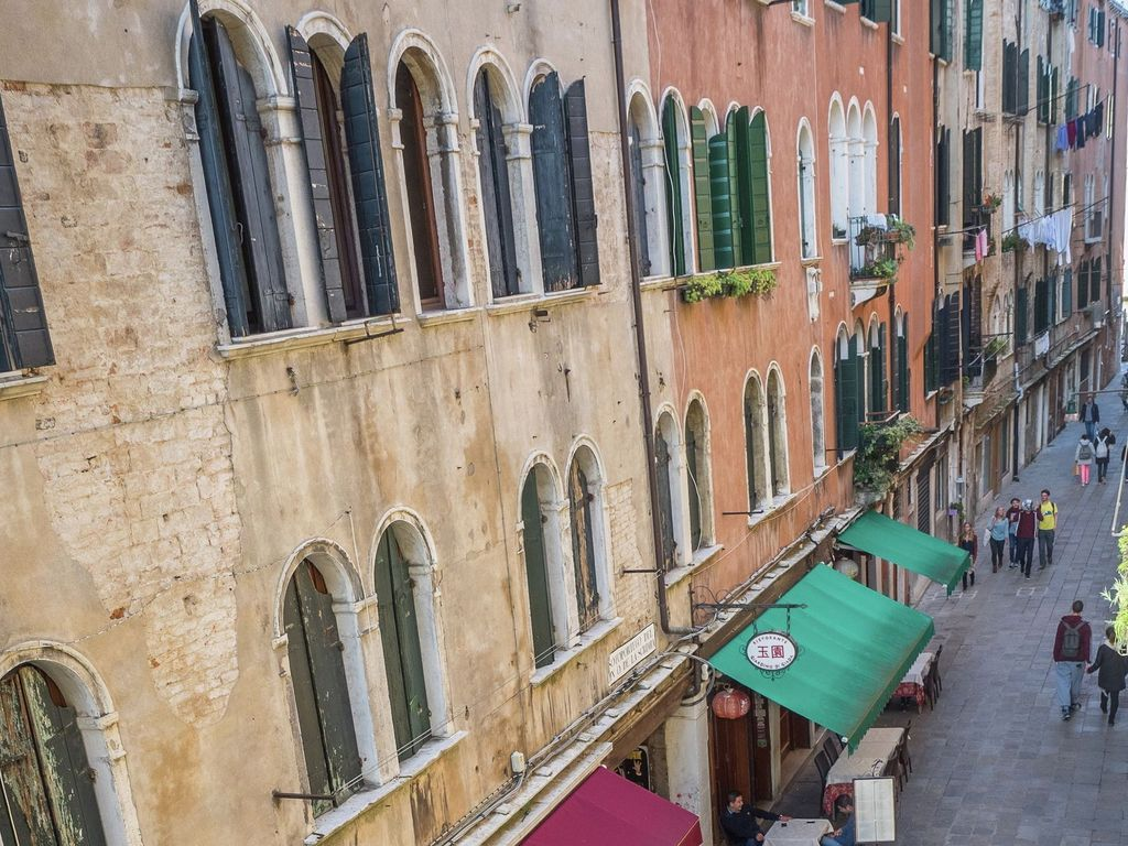 Central accommodation in Venice with Heating and TV