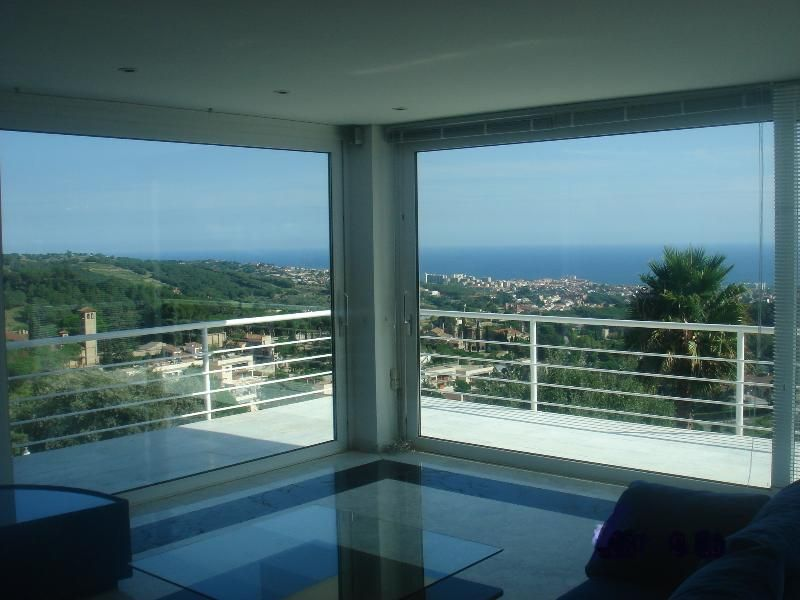 spectacular seaview villa 11km Barcelona near golf