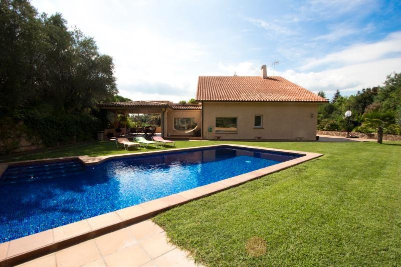 Panorámica casa con piscina