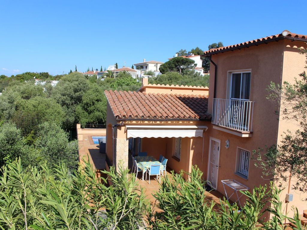 Central accommodation in Costa brava for 8 guests