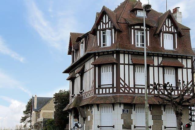 Deauville (Apt. 315340)