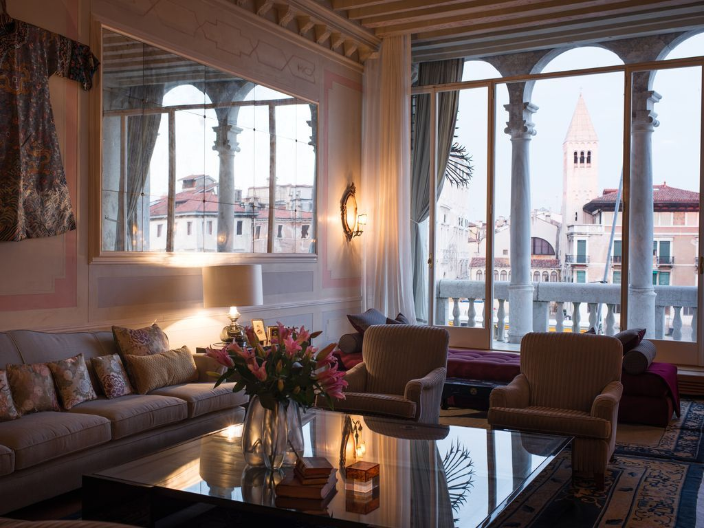 Central apartment in Venice for 10