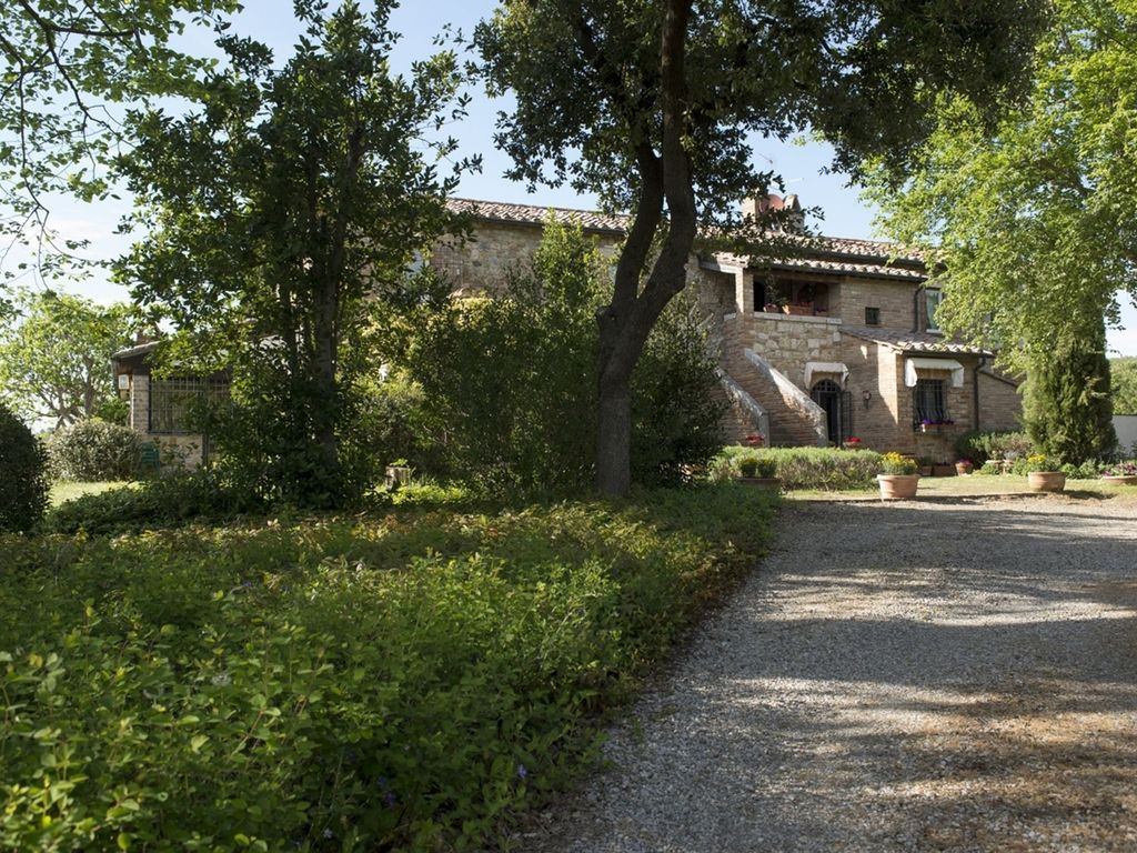 Appartamento di 300 m² con giardino