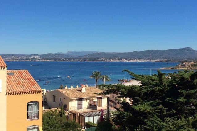 Residencia a 100m del pueblo y la playa, hermosa vista al mar, soleado, tranquilo