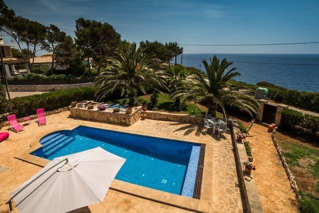 Residencia con balcón de 250 m²