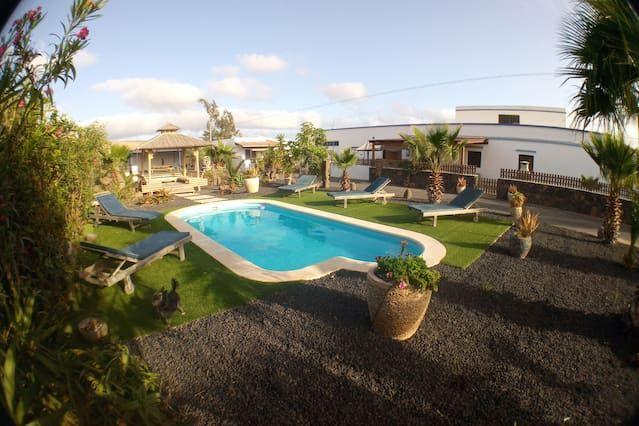 Tiki Patio 2 habitaciones para 4 personas. wifi. estacionamiento. piscina. Terace ...