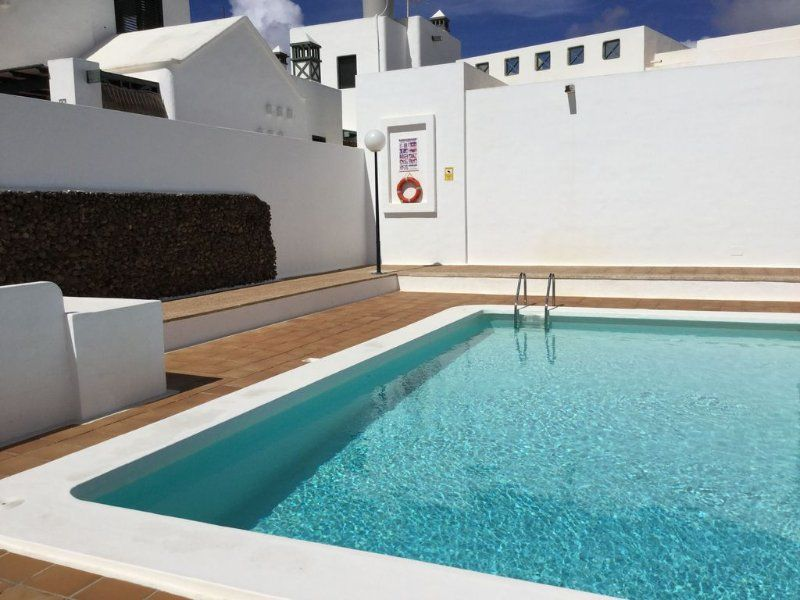 Práctico alojamiento con balcón