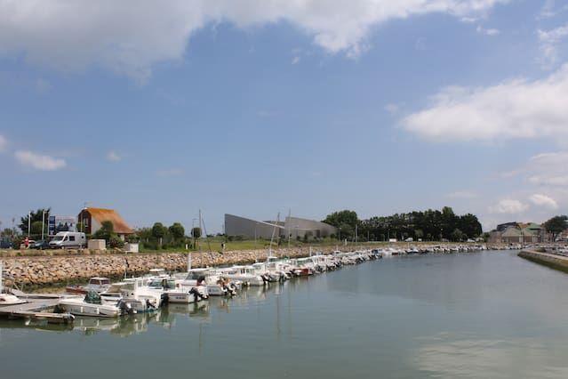 Bel appartement refait à neuf, vue sur mer, 50 m de la plage, près des commerces