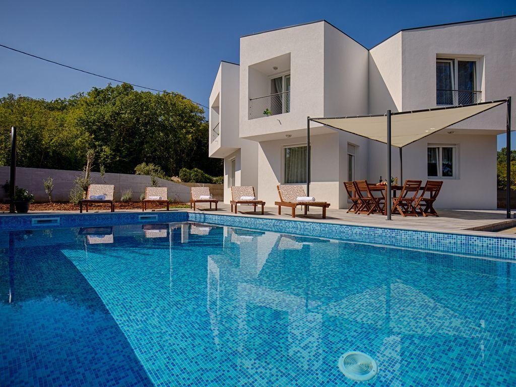 Alojamiento con piscina para 8 personas