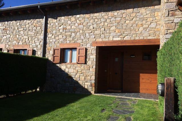 Residencia en Osséja con balcón