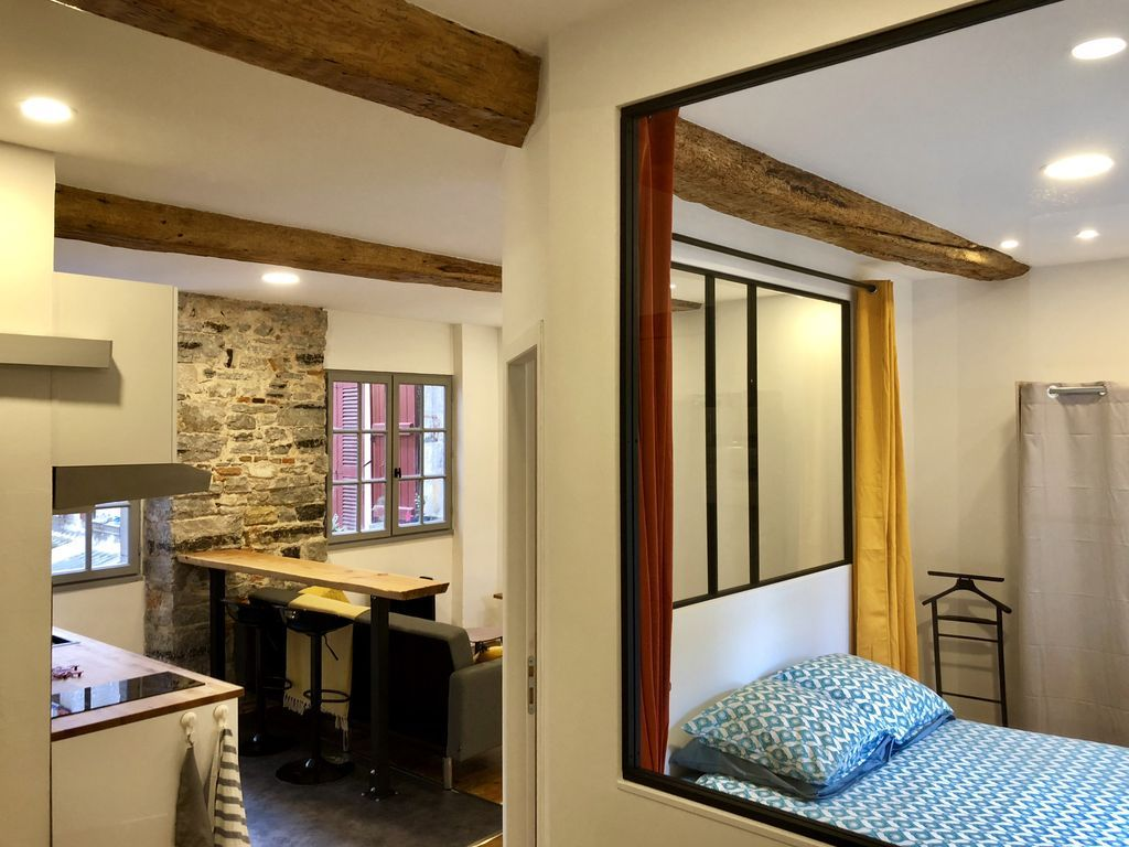 Provisto apartamento para 3 huéspedes