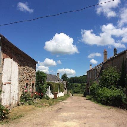 Alojamiento con parking incluído en Marigny-l'église