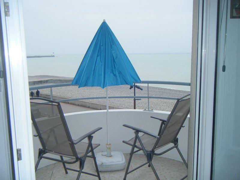 Baños Mares panorámica de apartamentos frente al mar: 2 de playa frente balcones