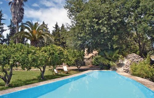 Alojamiento para 11 personas con piscina