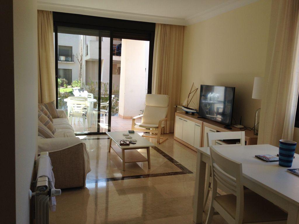 Hébergement à 3 chambres à Roda