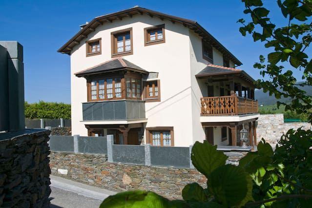 Casa en Navia con jardín