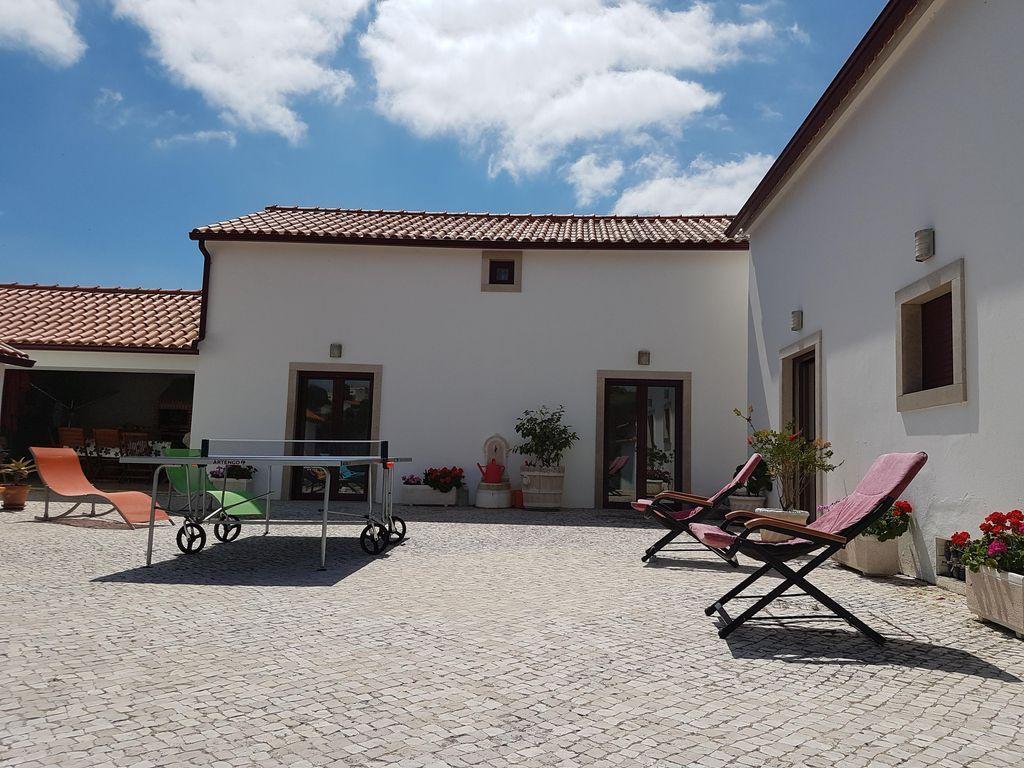 Alojamiento con jardín en Evora de alcobaça
