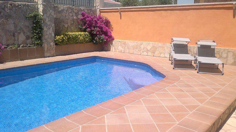 Casa familiar con jardín y piscina particular