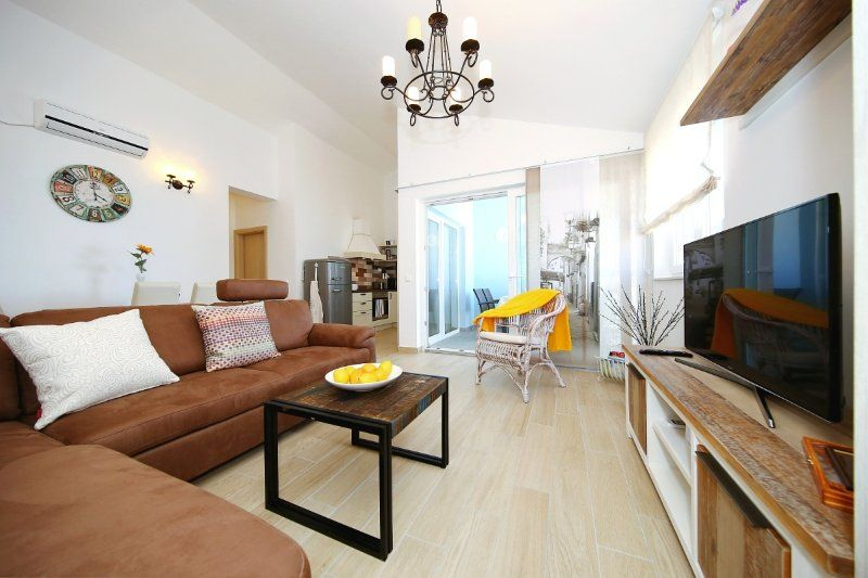 Excellent Beachfront Apartment in Nin