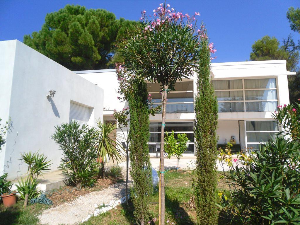 Funcional residencia en Collias