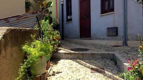 Piso con balcón en Scilla